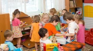 How to help a child to overcome a psychological barrier in adapting to kindergarten