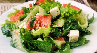 Салат из огурцов с брынзой и кресс-салатом