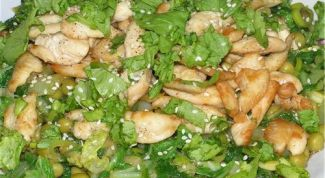 Salad of green peas with cucumber