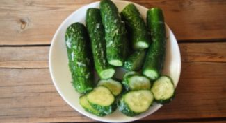 The recipe of pickled cucumbers with garlic and mustard