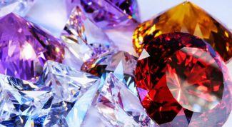 Ювелирные изделия с разноцветными камнями