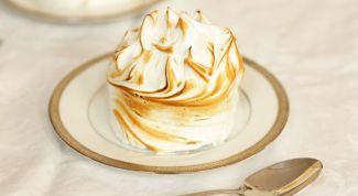 Cake Alaska with ice cream and meringue