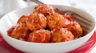 Tender chicken meatballs