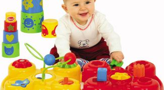On what to pay attention when choosing toys for a child under one year of age?