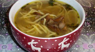 Как сделать суп с грибами и домашней лапшой