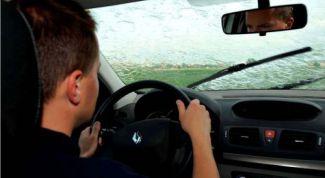 Правила вождения в дождь и туман
