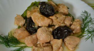 Turkey meat with prunes in multivarku