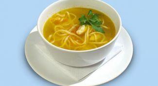 Домашний куриный суп с лапшой