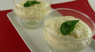 White chocolate mousse in a sauce of kiwi