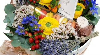 Дарите модные букеты: цветы в коробке