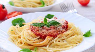 Классическая паста с томатно-базиликовым соусом