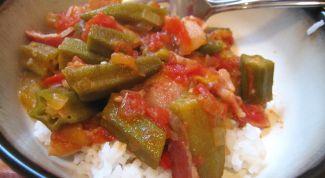 Бамия в томатной пасте с рисом