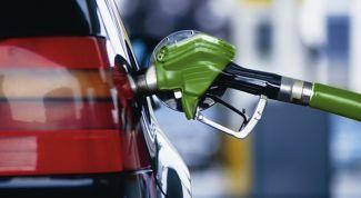 Почему на заправках недоливают бензин