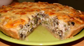 Гогтовим пирог с грибами и сыром