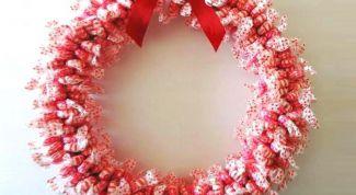 Как сделать венок из конфет