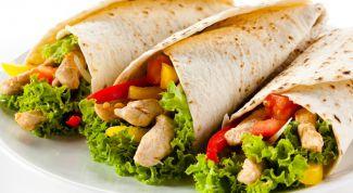 Тортильи с курицей и овощами
