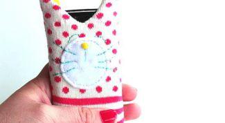 Шьем из носка забавный чехол для смартфона