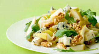 Салат с сыром и грушей