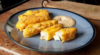 Палочки из рыбы под сырным соусом