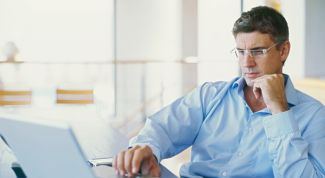 Что делать, если мужчина сбегает от вас на работу