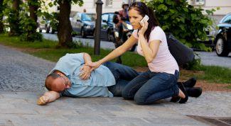 Как помочь при инсульте в первые минуты