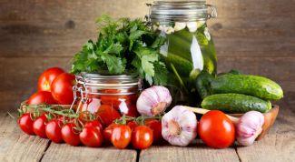 Как посолить огурцы и помидоры за полдня