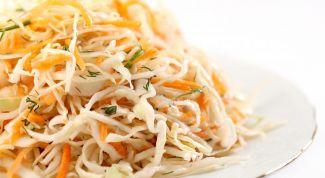 Как приготовить салат из капусты с морковью?