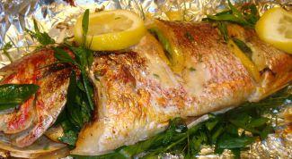 Как вкусно запечь рыбу в фольге