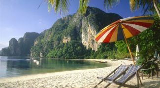 Где отдохнуть в ноябре или декабре у моря за границей