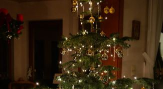 Как украсить елку, если она непушистая, непышная
