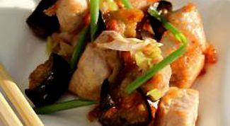 Как приготовить свинину с баклажанами