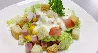 Как приготовить салат из пекинской капусты с сухариками
