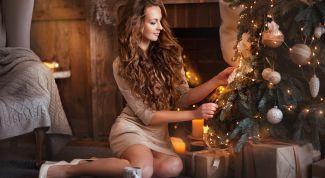 девушка у елки