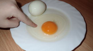 Какие яйца полезнее: вареные или сырые