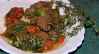 Как приготовить тушеную баранину с баклажанами и помидорами