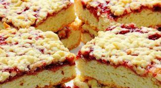 Как испечь простой тертый пирог с вареньем