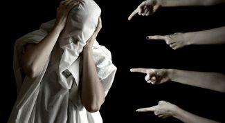 Почему люди осуждают других, и как с этим бороться