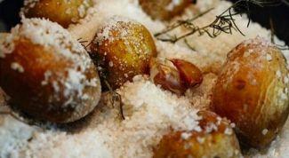 Как приготовить постный картофель, запеченный в соли