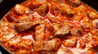 Как приготовить мясо с жареными помидорами