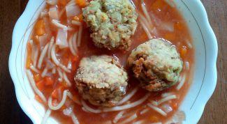 Как сделать вегетарианский суп с чечевичными фрикадельками