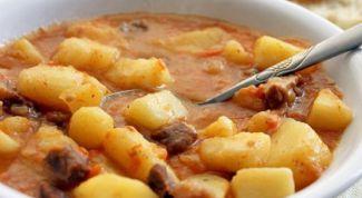 Как приготовить картошку, тушенную с мясом, в мультиварке
