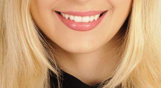 Отбелить зубы у специалиста или дома
