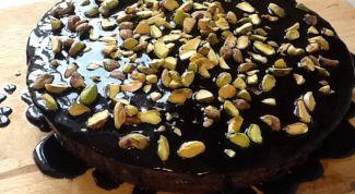 Как сделать восхитительный кекс с глазурью и орехами
