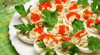 Как приготовить фаршированные яйца: 10 самых вкусных начинок