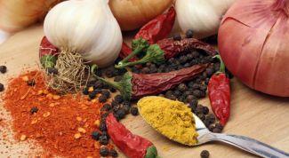 Какие специи можно добавлять к овощным салатам