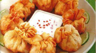Как приготовить хрустящие мешочки с креветками