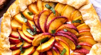 Как приготовить галету с персиками и козьим сыром