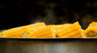 Как варить кукурузу  в початках в кастрюле