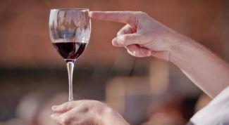 Как пить и не пьянеть во время застолья: советы от медиков