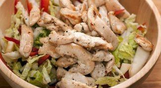 Как приготовить легкий салат с куриным филе